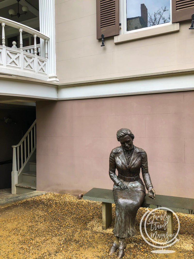 Statue of Juliette Gordon Low