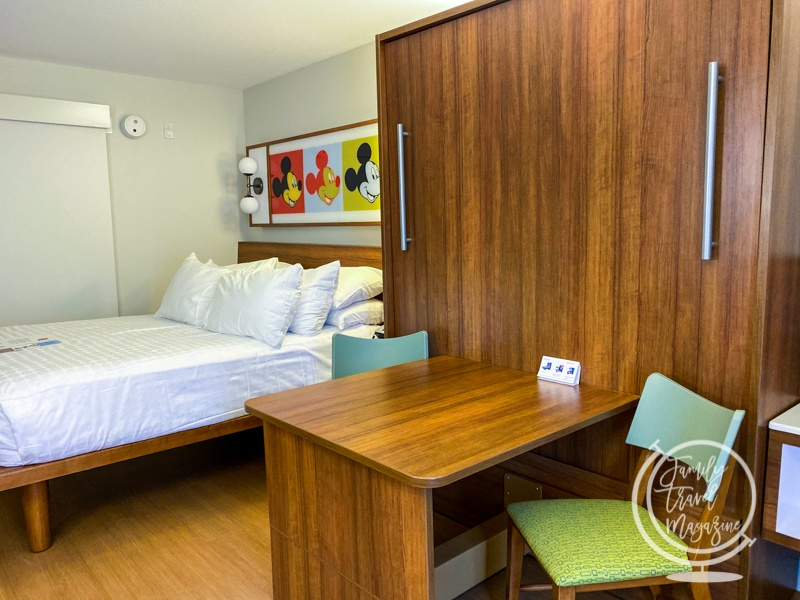 A Pop Century room with the Queen-Size Table Bed up