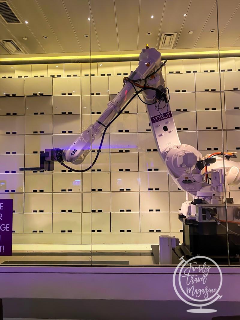 Yobot luggage storing robot at the Yotel