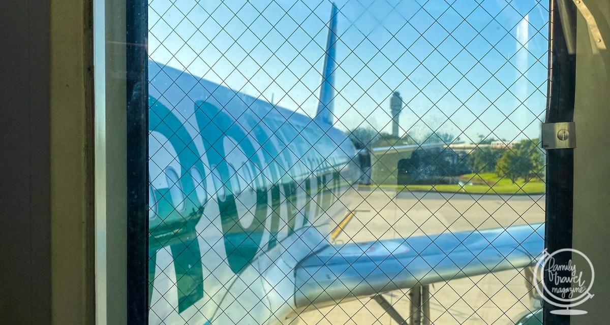 frontier airlines jet in orlando